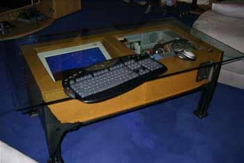 Und Wie Schon Sein Vorgnger Rune Haako Sollte Auch Dieser Tisch Oder Mod Einen Computer Funktionell Dekorativ Ins Wohnzimmer Bringen
